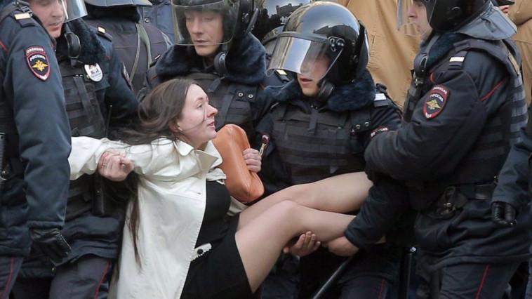 Картинки по запросу Воскресные протесты в Москве коррупция