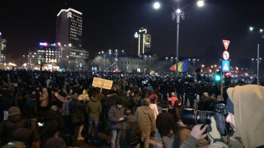 Protests across Romania. There are 100,000 people at the Government and 75,000 in the country