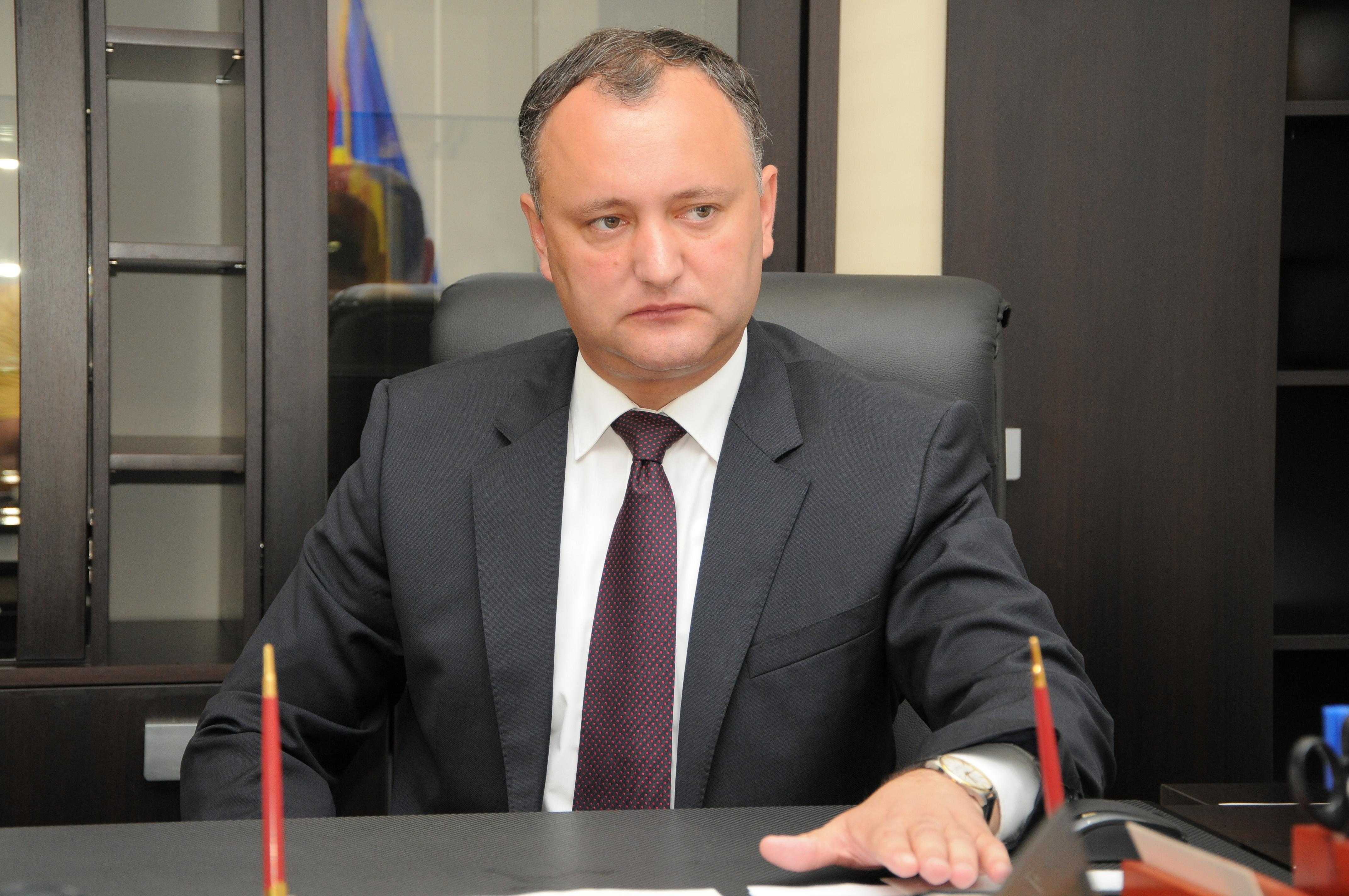 Додон потребовал отставки замминистра обороны из-за отправки военных на Украину